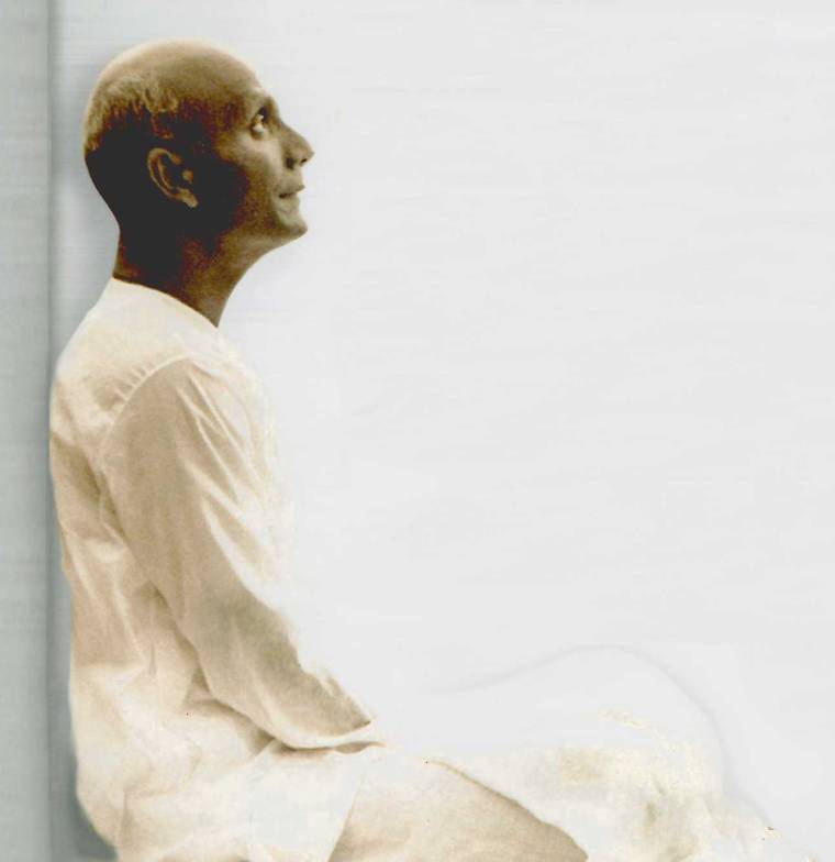 Sri-Chinmoy-in-meditation